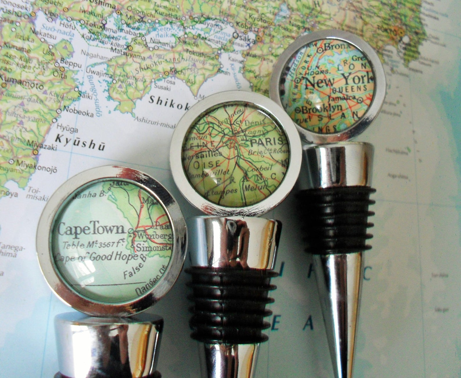 Custom Map WIne Stopper for Travel Enthusiasts by Gifter World