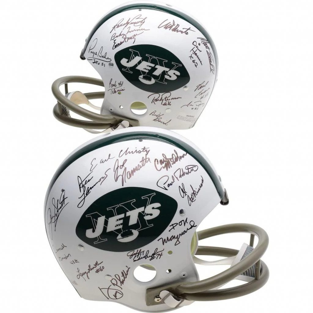 Autographed Sports Memorabilia and the Best Gifts for 20 Something Guys by Gifter World